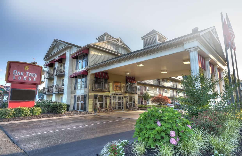Oak Tree Lodge hotel in Sevierville TN